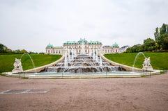 喷泉在眺望楼公园在维也纳,奥地利 库存图片