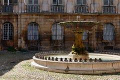 喷泉在艾克斯普罗旺斯 库存照片