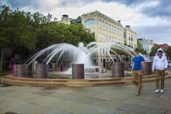 喷泉在街市查尔斯顿 免版税库存照片