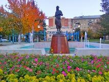 喷泉在车里雅宾斯克  妇女的雕塑 库存图片