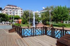 喷泉在阿塔图尔克阿拉尼亚,土耳其100th周年的公园  库存图片