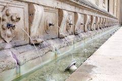 喷泉在阿西西,翁布里亚,意大利 免版税库存照片