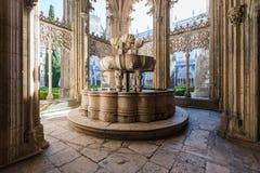 喷泉在Batalha修道院里  免版税库存图片