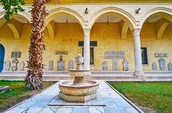 喷泉在Manial宫殿,开罗,埃及庭院里  库存照片