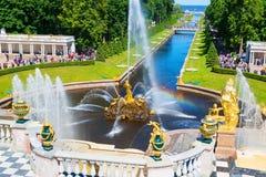 喷泉在Peterhof的,圣彼得堡Petrodvorets 免版税库存照片