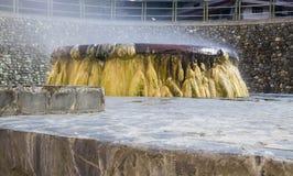 喷泉在Raksawarin公园的温泉城地标在Ranong, 免版税图库摄影