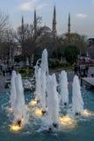 喷泉在Sultanahmet公园流动在伊斯坦布尔在土耳其 免版税库存照片
