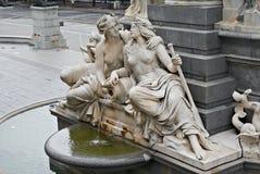 喷泉奥地利议会维也纳奥地利 库存图片