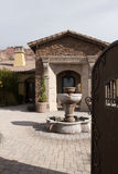 喷泉家庭豪宅室外广场 免版税库存图片