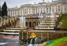 喷泉彼得斯堡圣徒 免版税库存图片
