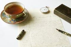 喷泉手写的信函笔葡萄酒 库存图片