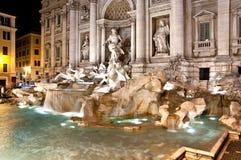 喷泉晚上trevi 免版税图库摄影