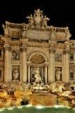喷泉晚上trevi 图库摄影