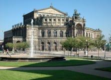 喷泉有历史的宫殿 免版税库存图片