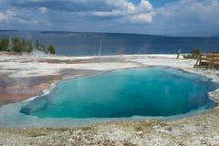 喷泉水池湖在黄石国家公园 库存照片