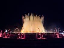 喷泉用运动水在Montjuic 免版税库存图片