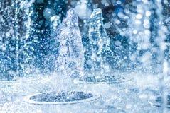 喷泉的水涌出  水,抽象图象飞溅在喷泉的 库存图片