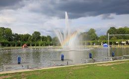 喷泉的看法在弗罗茨瓦夫,百年霍尔,公园,波兰 免版税库存照片