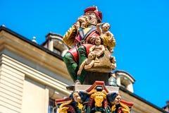 喷泉的雕象在伯尔尼 免版税库存照片