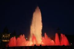 喷泉被点燃的晚上 免版税库存图片