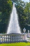 喷泉金字塔 Petrodvorets 彼得斯堡 库存照片