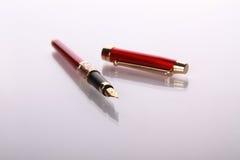 喷泉镜子笔红色表 免版税库存照片