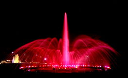 喷泉阐明了晚上 免版税库存图片