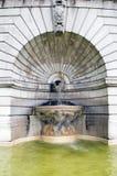 喷泉雕塑大教堂耶稣圣心Sacre Couer巴黎法郎 免版税库存照片