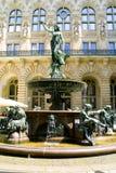 喷泉雕象妇女 库存图片
