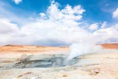 喷泉领域Sol de Manana,玻利维亚 库存图片
