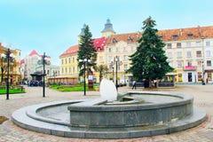 喷泉鸡蛋在Ivano-Frankivsk的中心 免版税库存照片