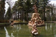 喷泉,圣伊尔德丰索城堡庭院,西班牙细节  免版税库存图片