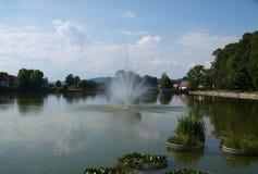 喷泉,温泉公园, Kudowa Zdroj看法  免版税库存图片