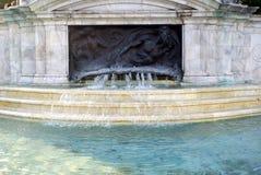 喷泉,白金汉宫,伦敦,英国 免版税图库摄影