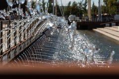 喷泉:流动从多个管子的水 图库摄影