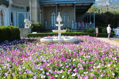 喷泉 在沃龙佐夫宫殿附近的公园,克里米亚 免版税库存照片