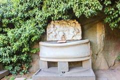 喷泉 在沃龙佐夫宫殿附近的公园,克里米亚 免版税图库摄影