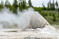 喷泉黄石 库存图片
