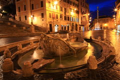 喷泉Barcaccia在晚上,罗马,意大利 库存照片