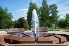 喷泉Muraveva关闭一个晴朗的夏日 Staraya Russa手段  免版税图库摄影