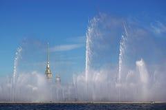 喷泉neva河 免版税库存照片