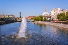 喷泉Obvodnoi运河在莫斯科 图库摄影