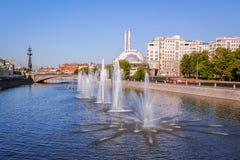 喷泉Obvodnoi运河在莫斯科 免版税库存照片
