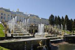 喷泉peterhof彼得斯堡俄国st 免版税库存图片