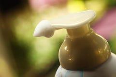 喷管浪花泡沫罐头的顶头零件 库存图片