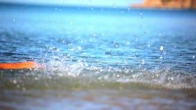 喷洒入天空的水飞溅 录影 股票录像
