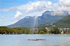 喷水在湖阿讷西 免版税库存图片