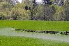 喷洒的农田农业设备片段 免版税库存图片