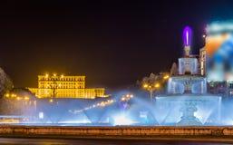 喷水的喷泉在Unirii广场-布加勒斯特 免版税图库摄影