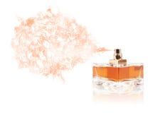 喷洒色的气味的香水瓶 免版税库存图片